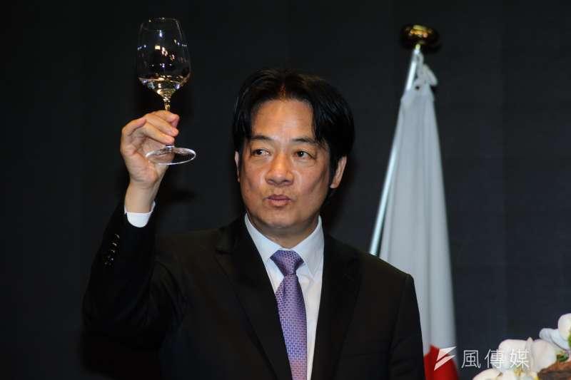 20181211-日本台灣交流協會天皇華誕酒會,行政院長賴清德舉杯。(甘岱民攝)