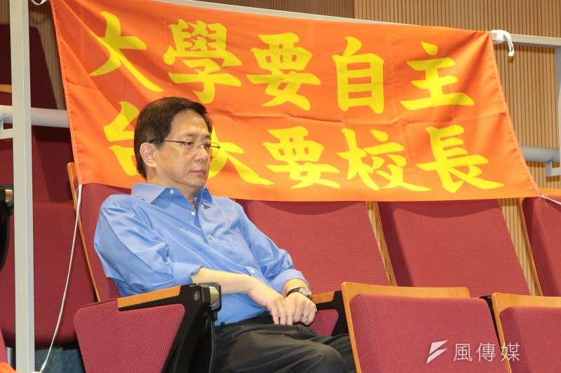 台大校長當選人管中閔11日於台大自主聯盟「台大人站出來 !還我校長-台灣教育不能等」記者會中現身,但會中低調並未發言。(資料照,顏麟宇攝)