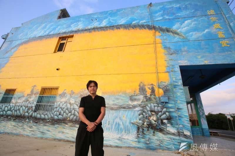 梁全威繪製的壁畫《大豐收》,寄託著他對家鄉的思念。(圖/柯承惠攝)