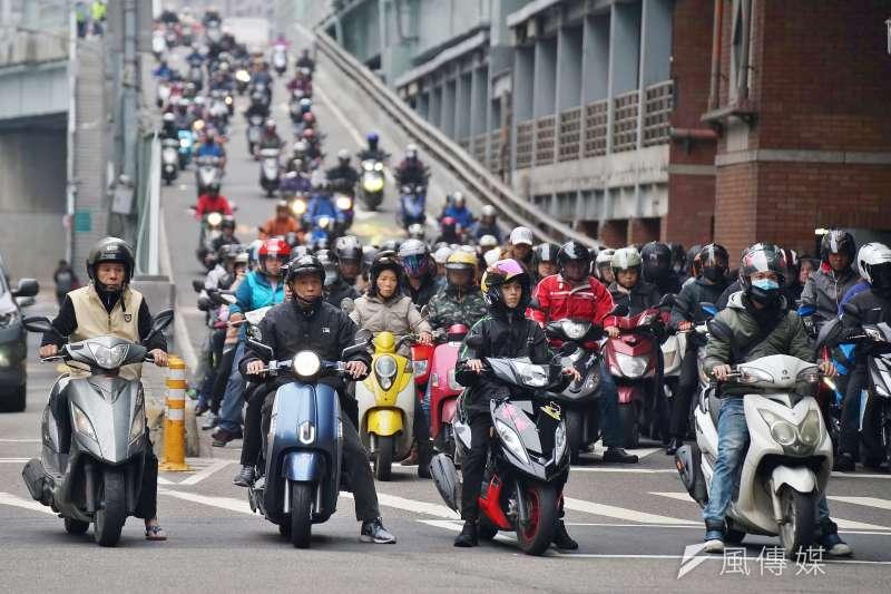 台灣是機車密度極高的「機車王國」,柯市府要分階段全面對機車格收費引發民怨。(資料照片,盧逸峰攝)