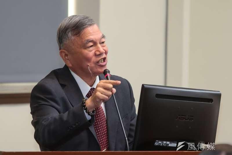 經濟部長沈榮津表示,若143萬家中小企業都要找會計師簽核財報,業者將多出額外經營成本,恐引起民怨。(資料照,顏麟宇攝)