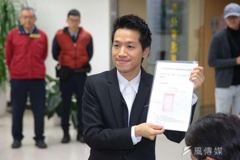 20181214-台北市議員何志偉14日至台北市選委會登記參選台北市第二選區立委補選。(顏麟宇攝)