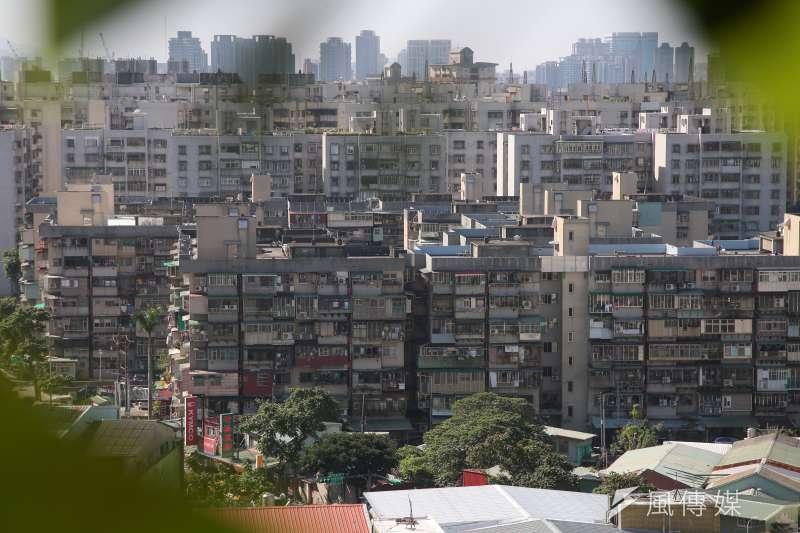 為鼓勵老屋重建,《都市危險及老舊建築物加速重建條例》(危老條例)規定,在條例施行3年內申請重建計畫,將可獲得10%的容積獎勵。(資料照,顏麟宇攝)