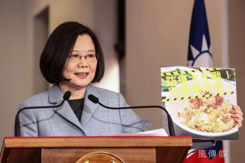 總統蔡英文18日進行於總統府進行「迴廊談話」,談及「蔡柯會」她表示政治解讀比例不需要太高。(蔡親傑攝)
