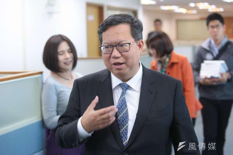 桃園市長鄭文燦(前中)昨列出總統蔡英文執政6項成就,表示支持想改革的國家領導人,確保台灣走在正確道路上,決定支持蔡英文連任。(資料照,顏麟宇攝)