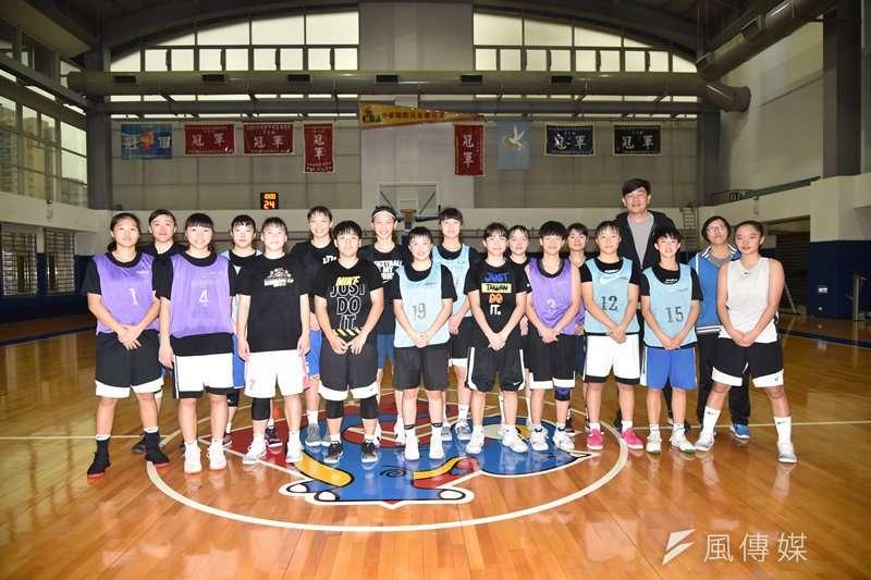 107學年度滬江高中女籃隊。(資料照,王永志攝)