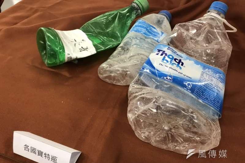 環保署今公布2018年臨海縣市海廢調查,發現超過8成來自生活和遊憩。圖為撿拾到的寶特瓶。(廖羿雯攝)
