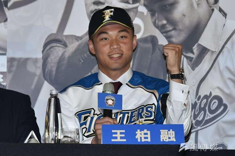 20181219王柏融加盟北海道日本火腿鬥士隊記者會,加盟球員王柏融。(王永志攝)