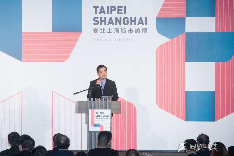 台北上海雙城論壇20日上午在台北晶華酒店登場,台北市副市長鄧家基致詞時表示,雙城希望透過良性競爭,彼此持續進步。(甘岱民攝)