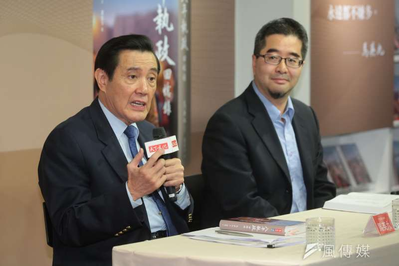 20181220-前總統馬英九、前總統府副秘書長蕭旭岑20日出席「八年執政回憶錄」新書發表記者會。(顏麟宇攝)
