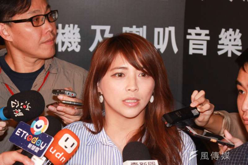 即將投入立委補選的台北市觀傳局長陳思宇,21日與台北市長柯文哲一同出席公開活動。(方炳超攝)