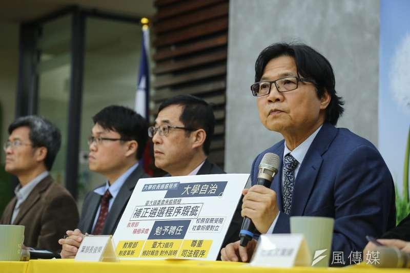 教育部長葉俊榮下午召開記者會表示,決定勉予同意管中閔擔任台大校長。(陳品佑攝)