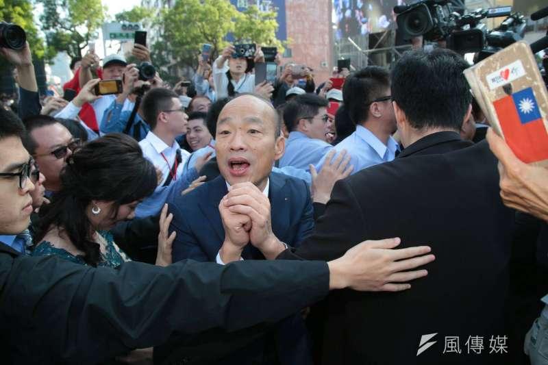 高雄市長韓國瑜25日走馬上任,他談到選舉期間熱門話題「愛情摩天輪」時說,「一定要做」,且市府一定要爭取高雄市議會支持,以「市府不出一毛錢」前提推動,行政資源當後盾。(顏麟宇攝)