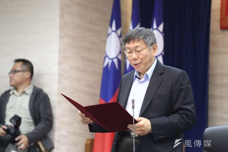 台北市長柯文哲在藍綠夾擊中勝選,本土(獨派)社團對「台灣民主」普遍悲觀,其實大可不必。圖為第二任期宣誓就職,全程僅花費4分鐘。(ˊ陳品佑攝)
