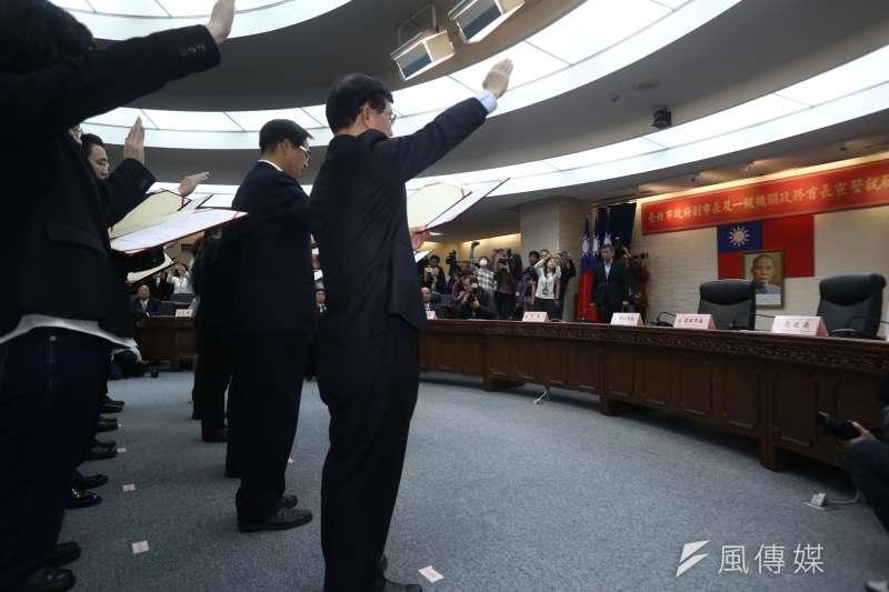 20181225-台北市長柯文哲25日上午進行第二任期宣誓就職典禮,全程僅花費4分鐘。市長交接結束後,也隨即進行市府一級主管宣誓。(ˊ陳品佑攝)