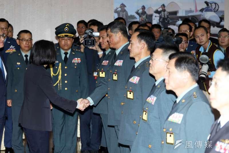 總統蔡英文25日上午主持國軍將官晉任典禮,賦予三項任務,「務實創新」、「強化整體國防」、 「保家衛國」。(蘇仲泓攝)