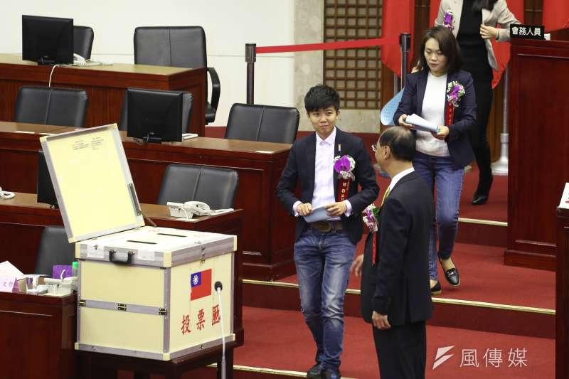 20181225-台北市議會25日舉行正副議長選舉,社民黨苗博雅則投給自己,拿下1票。