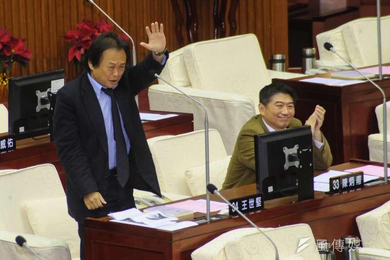 台北市議員王世堅反擊,稱「柯文哲這個魔鬼,最怕碰到王世堅這個十字架」,所以柯文哲才「懇求」媒體別在他面前提王世堅。(資料照,甘岱民攝)