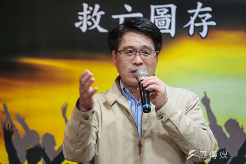 民進黨主席候選人游盈隆27日舉行座談與記者茶敘,在會中指出民進黨敗選後未能趕快止血,反而狀況頻傳。(顏麟宇攝)