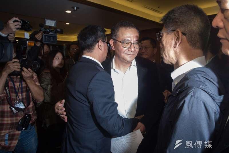 民進黨立委高志鵬被判貪污圖利罪定讞,高志鵬27上午召開記者會出面說明,多名同黨立委出面聲援。(甘岱民攝)