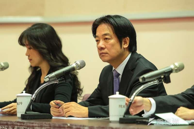 行政院長賴清德(右)表示,針對公投後續處理,關於《電業法》條文廢止,行政院已通過,「換句話說,非核家園期限已經不存在」。(顏麟宇攝)