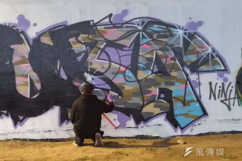 台北街頭塗鴉藝術家作畫(風傳媒)