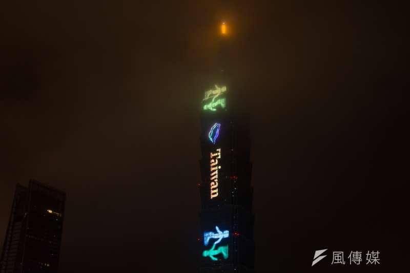 20190101-2019台北最High新年城跨年晚會,台北101跨年煙火,TAIWAN字樣。(顏麟宇攝)