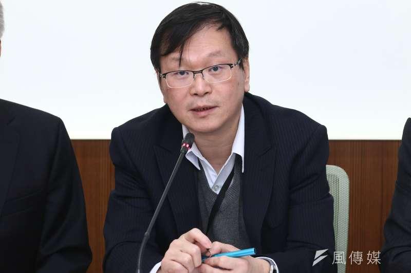 疾病管制署副署長莊人祥9日澄清,健保僅給付治療愛滋感染者,並不給付預防性投藥者。(資料照,蔡親傑攝)