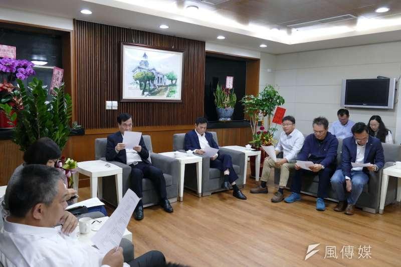 高雄市議長許崑源針對108年度總預算案召集黨政協商。(圖/徐炳文攝)