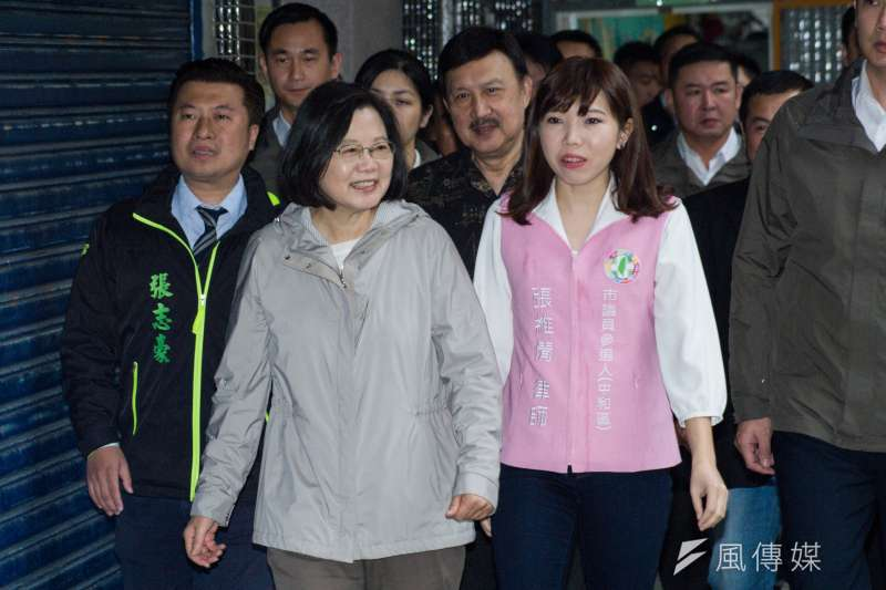 總統蔡英文(左二)回應加薪及減稅爭議。(資料照,甘岱民攝)