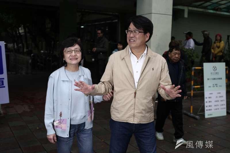20190106-民進黨黨主席參選人游盈隆赴投票所投票。(陳品佑攝)