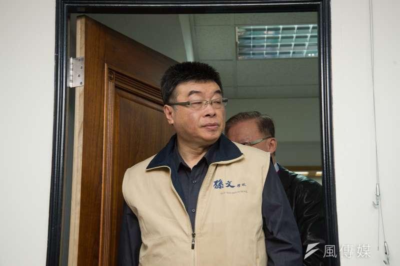 20190107-張亞中參選總統記者會,前立法委員邱毅出席。(甘岱民攝)