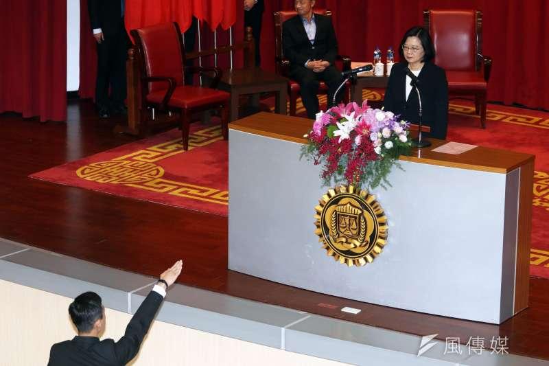 20190110-調查局10日舉行調查班第55期結業典禮,總統蔡英文出席致詞,調查官也當面進行結業宣示。(蘇仲泓攝)