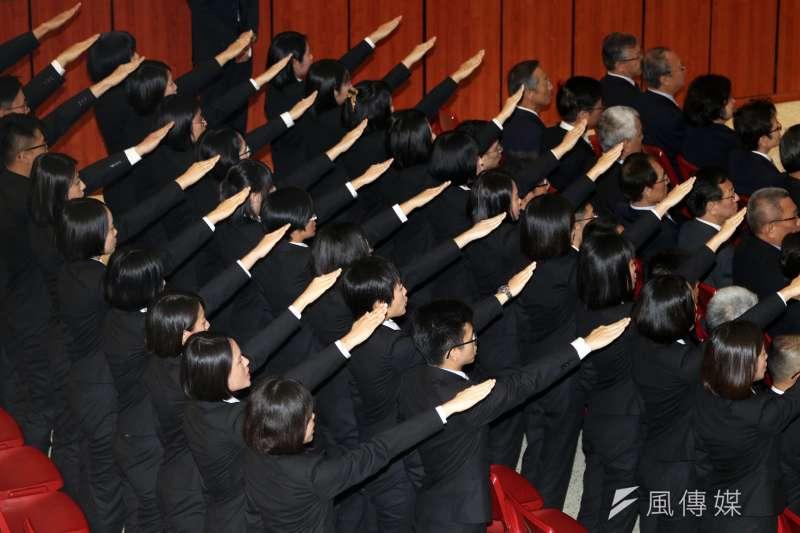 20190110-調查局10日舉行調查班第55期結業典禮,總統蔡英文出席致詞,60名新科調查官進行結業宣示。(蘇仲泓攝)