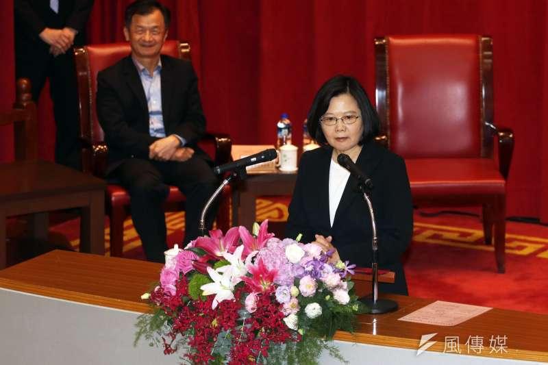 調查局10日舉行調查班第55期結業典禮,總統蔡英文出席致詞。(蘇仲泓攝)