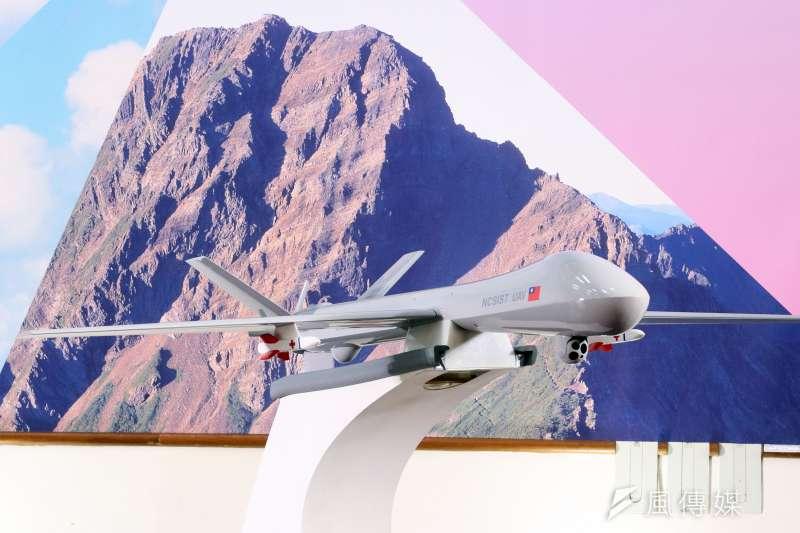 20190111-「騰雲」無人機過去已不只一次亮相,不過掛架下多以救護用莢艙為構型進行展示。至於未來是否能夠成為掛載國產武器的攻擊型,國人都很關注。(蘇仲泓攝)