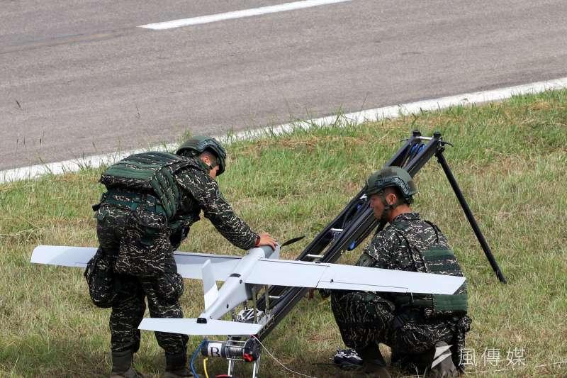 20190111-海軍陸戰隊使用小型的「紅雀」無人機,協助執行偵查任務。(蘇仲泓攝)