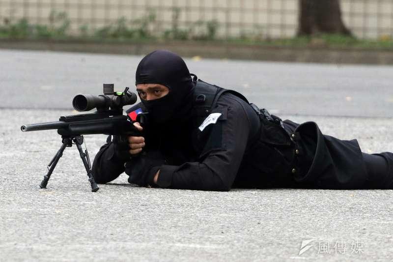 20190112-憲兵指揮部87周年部慶。憲兵特勤隊人員以狙擊槍對目標進行精準射擊演練。(蘇仲泓攝)