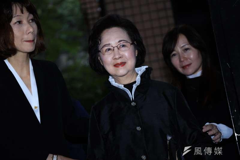 20190113-高雄市長韓國瑜13日拜會瓊瑤。(簡必丞攝)