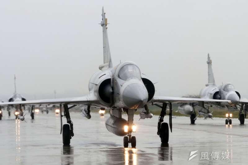 新竹空軍基地因跑道整修,幻象2000戰機將移防台中清泉崗基地。(資料照,蘇仲泓攝)