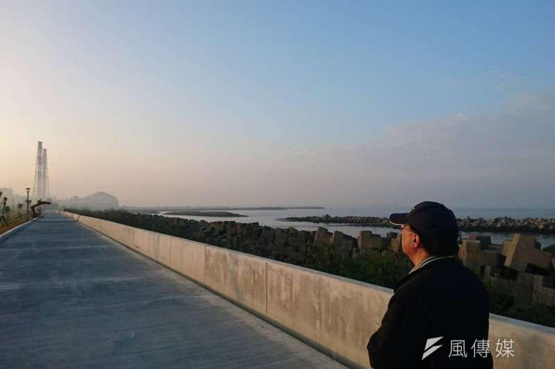 高市府環保局長袁中新訪視興達電廠空品狀況。(圖/徐炳文攝)