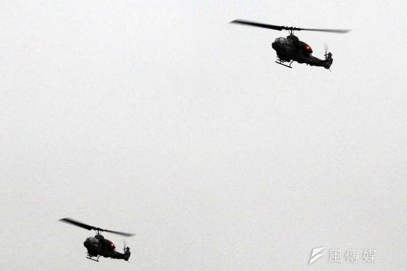 20190117-陸軍十軍團第五作戰區主導的「聯合反登陸作戰」實彈操演17日於台中清水地區「甲南海灘」登場。圖為AH-1W攻擊直升機。(蘇仲泓攝)