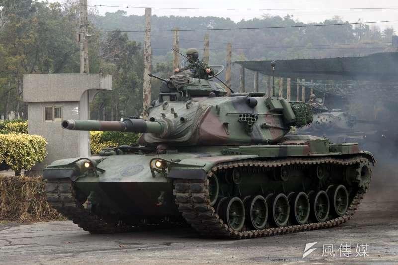20190117-國軍第五作戰區16日清晨在位於台中大甲溪出海口的「甲南海灘」進行聯合反登陸作戰演練,圖為M60A3戰車完成整補後進行機動。(蘇仲泓攝)