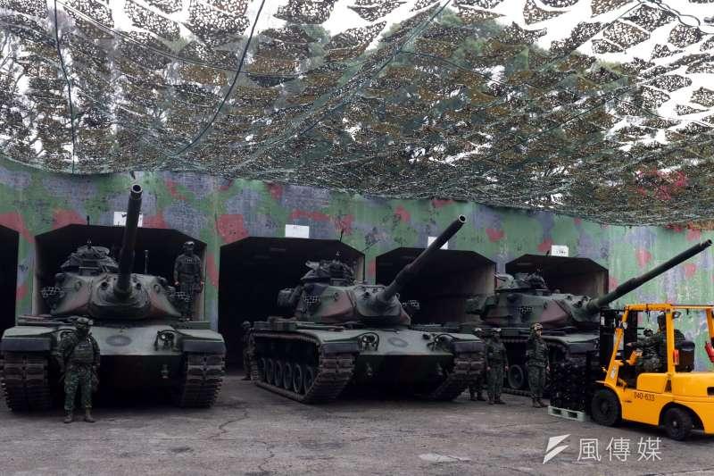 20190117-國軍第五作戰區16日清晨在位於台中大甲溪出海口的「甲南海灘」進行聯合反登陸作戰演練, 圖為對再戰的M60A3戰車進行彈藥整補。(蘇仲泓攝)