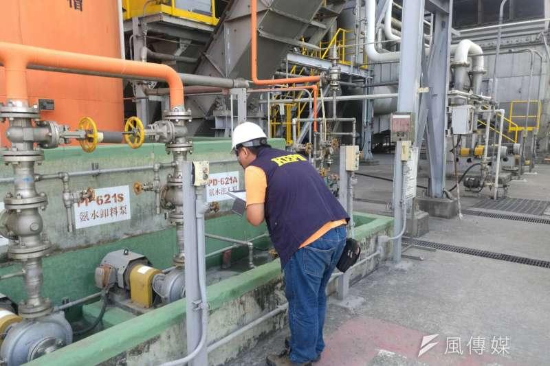 工廠操作稽查,依據標準方法(手動測站)檢測結果,已降至21.7微克/立方公尺。(圖/徐炳文攝)