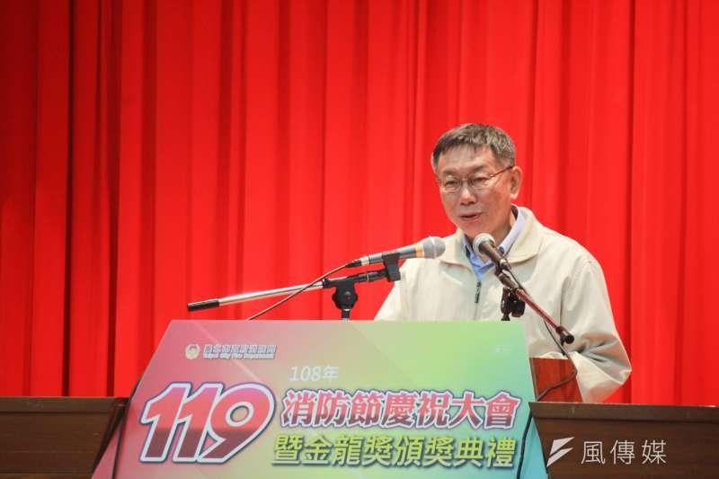 台北市長柯文哲19日下午出席消防節慶祝大會,被記者問到「扁鑽說」,柯文哲表示軍購是專業的題目。(方炳超攝)