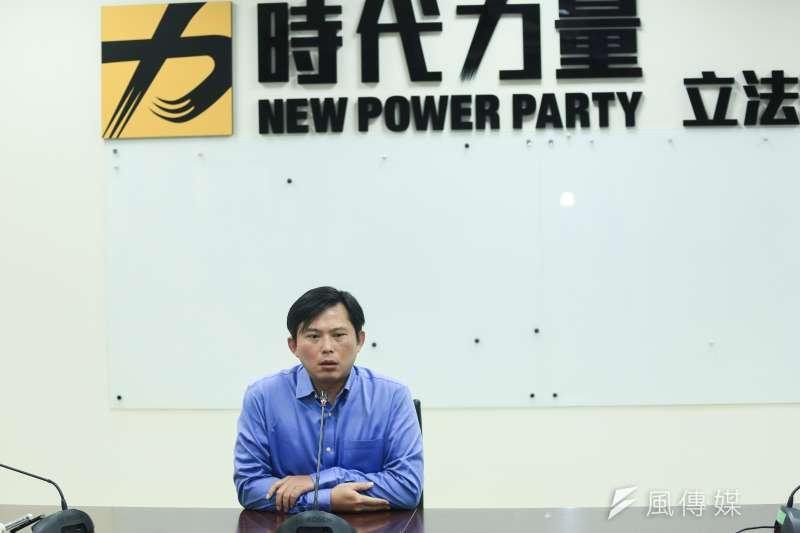 20190121-時代力量黨主席黃國昌21日在時代力量黨團說明不續任黨主席。(簡必丞攝)