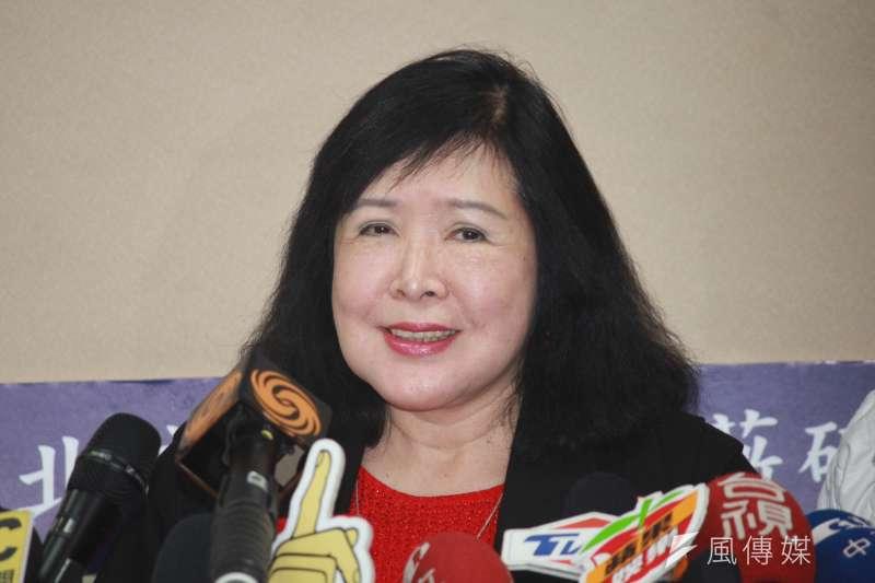 資深藝人鄭惠中公然對文化部長鄭麗君甩巴掌,她22日在記者會上表示,她願意為今天行為道歉,但不願意為抗議「去蔣化」一事道歉。(方炳超攝)