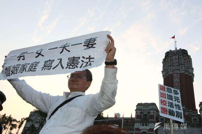 反同團體去年公投前頻頻上街頭抗議,公投後又透過管道遊說立委。(郭晉瑋攝)