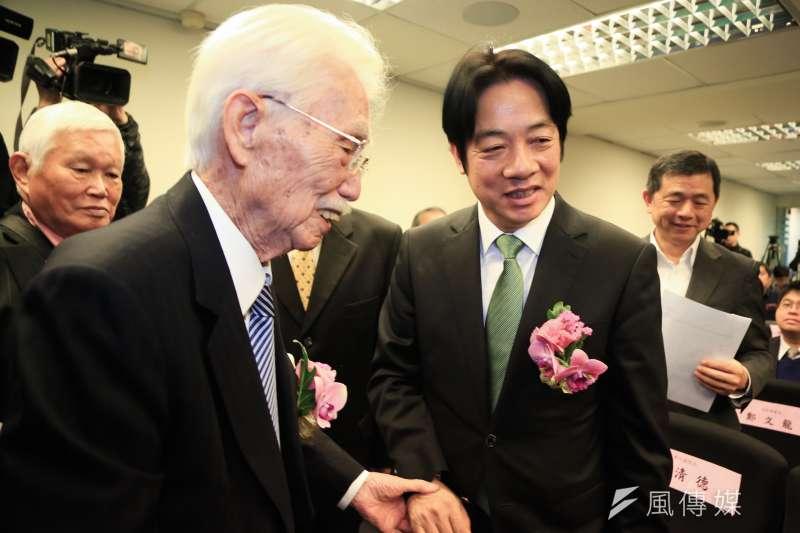 董事長辜寬敏(左)與前行政院長賴清德(右)23日出席台灣制憲基金會開幕式,辜寬敏指出選舉一定要贏,喊話民進黨一定要團結。(資料照,簡必丞攝)